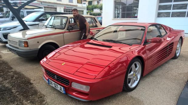 """Wartburg 1.3 i Ferrari 512 Testarossa. Obie """"perełki"""" pochodzą z 1990 roku."""