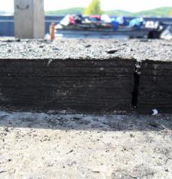 10 warstw papy i płyty azbestowe obciążały dach o dodatkowe 750 ton.
