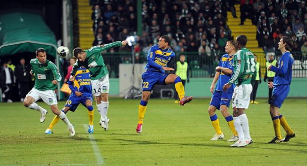78. minuta. Piotr Wiśniewski strzela gola na wagę zwycięstwa Lechii.