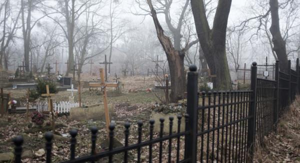 Sygnalizacja pozwoli na bezpieczne dojście do doprowadzanego do porządku cmentarza pomiędzy jezdniami al. Zwycięstwa.