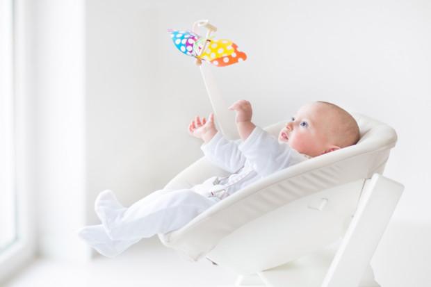 Wielu rodziców coraz częściej sięga po te nowoczesne rozwiązania, bo - jak przekonują - są wielkim ułatwieniem w opiece nad dzieckiem.