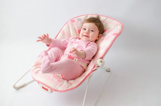 Modeli leżaczków dla niemowlaków jest wiele - od tych najprostszych, podobnych do fotelików samochodowych, bez dodatkowych funkcji, po takie z wbudowanymi wibracjami, automatycznym bujaniem i melodyjkami.