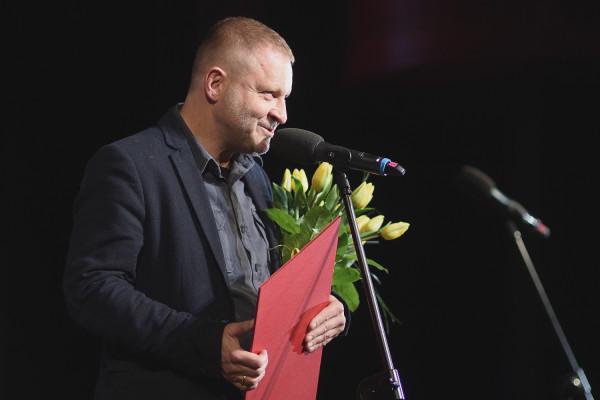 """Mikołaj Trzaska został nagrodzony za muzykę do filmu """"Wołyń""""."""