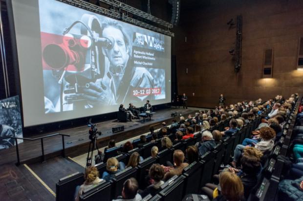 Festiwal Według Wajdy po raz drugi gości w Europejskim Centrum Solidarności. Tym razem jednak zabrakło głównego bohatera. Pamięć o nim podtrzymywali we wspomnieniach zaproszeni goście, których gromko oklaskiwała trójmiejska publiczność.