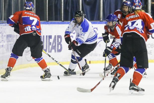 Marta Bigos (na zdjęciu) i jej koleżanki nie zdołały wykorzystać przewagi własnego lodu i uległy Polonii w pierwszym meczu o mistrzostwo kraju.