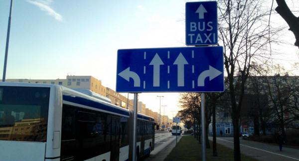 Mieszkańcy nie jeżdżą autobusem, bo nie ma buspasów. A skoro nie ma zainteresowania, to ZKM likwiduje kolejne połączenia i samochodów przybywa.