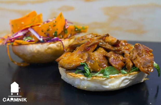 Słynący z wołowych burgerów bar Carmnik Kantyna ma również w menu oryginalne kanapki, m.in. z kaczką w sosie hoisin.