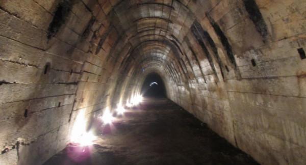 Tunele na terenie Działek Leśnych pozostają niezbadanym i tajemniczym elementem dzielnicy. Na zdjęciu sztolnia między Olsztyńską i Warszawską.
