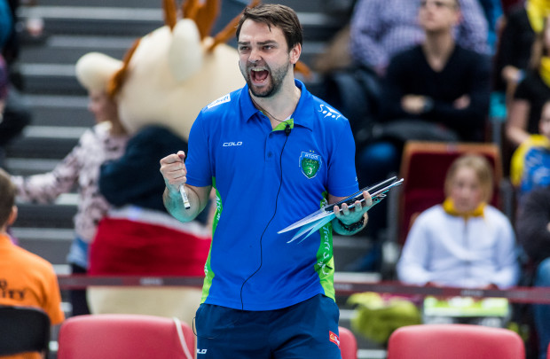 Piotr Olenderek ma za sobą debiutanckie zwycięstwo jako trener Atomu Trefla. Jeśli dalej będzie tak szczęśliwy dla drużyny, to powinna ona spokojnie utrzymać się w Orlen Lidze.