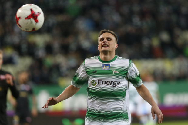 Sławomir Peszko jest 20. i jak na razie ostatnim piłkarzem, który w czasie gry w trójmiejskim klubie, wystąpił w reprezentacji Polski seniorów.