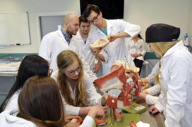 Pomorskie uczelnie powalczą o zagranicznych studentów. Obecnie liderem w pozyskiwaniu cudzoziemców pozostaje Gdański Uniwersytet Medyczny.