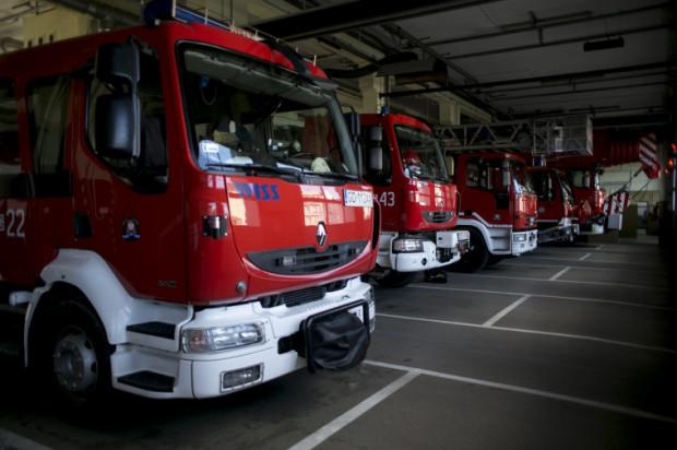 Do Gdańska i Gdyni mają trafić po trzy nowe pojazdy strażackie. Na zdjęciu garaż Jednostki Ratowniczo-Gaśniczej nr 1 we Wrzeszczu i obecnie używane wozy.
