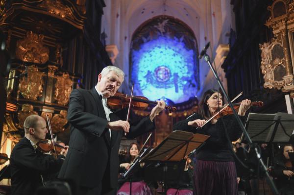Sobotni koncert był również okazją do uczczenia innego ważnego jubileuszu - 70.  rocznicy urodzin współpracującego z Cappellą Gedanensis Konstantego Andrzeja Kulki - wirtuoz wykonał, wspólnie z koncertmistrzem zespołu, Katarzyną Kowacz, Koncert podwójny d - moll BWV 1043 Jana Sebastiana Bacha.