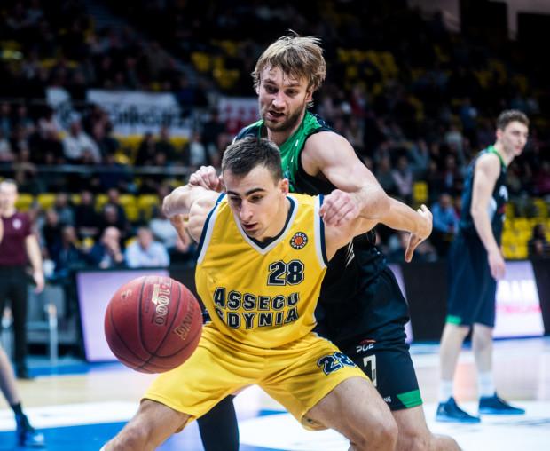 Przemysław Żołnierewicz i Denis Ikovlev zdobyli po 15 punktów, ale w zestawieniu drużyn Asseco uległo PGE Turowowi.