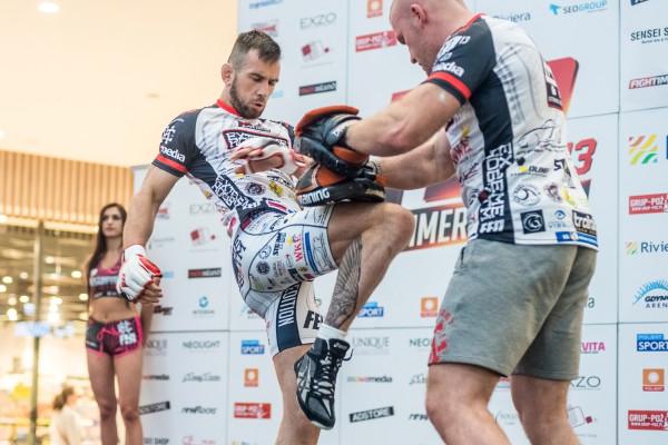 Kamil Łebkowski przed rokiem pokonał w Gdynia Arenie Piotra Hallmanna. W maju tego roku postara się w tym obiekcie wrócić na zwycięskie tory.
