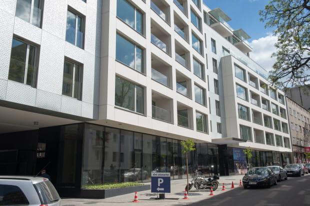 Kamienica  Silver House  w Gdyni przy ulicy Zygmunta Augusta przez użytkowników Trojmiasto.pl wybrana została  najciekawszą inwestycją mieszkaniową 2015 roku . Który budynek lub osiedle zastąpi ją w tym roku?