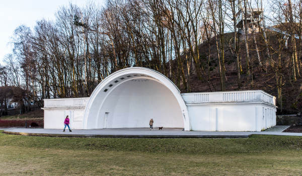 Muszla koncertowa jest wykorzystywana przez miasto kilkanaście razy w roku. Po oddaniu w dzierżawę ma tętnić życiem cały rok. Urzędnicy zastrzegli, że w obiekcie nadal będą mogły odbywać się organizowane przez Gdynię imprezy.
