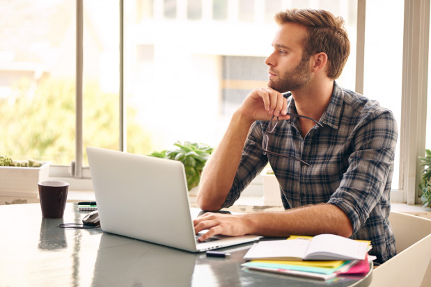 W wielu przypadkach stworzenie przestrzeni biurowej w domu zminimalizuje koszty działalności. Zanim się na to zdecydujemy, warto się upewnić czy będzie to zgodne z prawem.