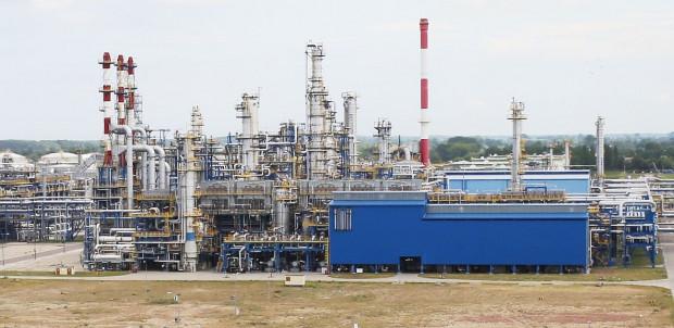 """Brak porozumienia zarządu i związkowców może skutkować strajkiem lub  zaniechaniem uruchomienia instalacji rafinerii po zakończeniu postoju remontowego """"Wiosna 2017""""."""