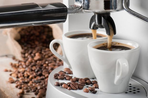- W chwili obecnej technologie rozwijają się tak szybko, że ekspresy do kawy, te z najwyższej półki, są w stanie zastąpić baristów. Automaty potrafią dziś zaparzyć kawę z mlekiem na takim poziomie, na jakim robią to wykształceni w tym zakresie ludzie - mówi Andrzej Radtke z firmy J.J Darboven.