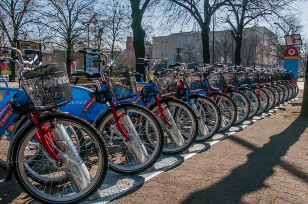 W poniedziałek w Gliwicach uruchomiono system rowerów miejskich. Jest ich 100 i są ulokowane w 10 stacjach. Metropolitalny system w naszym regionie ma mieć ponad 3 tys. rowerów. Jeszcze nie wiadomo jak będą wyglądać.