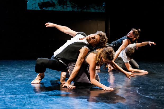 """Najwięcej pieniędzy z miasta Gdańsk trafi do Teatru Wybrzeże na Festiwal Wybrzeże Sztuki oraz jubileuszową premierę i bieżący repertuar Teatru Dada von Bzdülöw (na zdjęciu """"Intro"""", które obejrzeć będzie można w Teatrze Wybrzeże 26 maja)."""