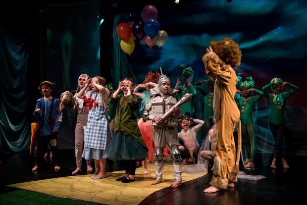 Jak zwykle w spektaklach Sopockiego Teatru Muzycznego Baabus Musicalis mocną stroną inscenizacji są kostiumy (autorstwa aż pięciorga twórców) i kolorowa charakteryzacja.