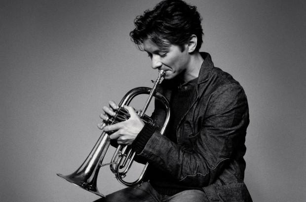 """Jednym z wykonawców podczas koncertu """"Skarby kameralistyki"""" będzie Sergei Nakariakov, grający na skrzydłówce."""