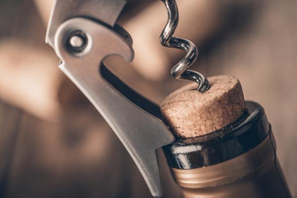 Czy istnieje zatem zamknięcie idealne i jeśli tak, to które jest najlepsze? Odpowiedzmy sobie na to pytanie innym pytaniem: po co wymyślono wino? Moim zdaniem wino ma po prostu sprawiać nam przyjemność i wybierajmy takie, które jest dla nas najlepsze.