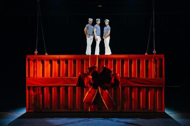 """""""Urodziny czyli ceremonie żałobne w czas radosnego święta"""" to pierwsza premiera Teatru Wybrzeże w tym roku. Widzowie zobaczą ją na Dużej Scenie już 7 kwietnia."""