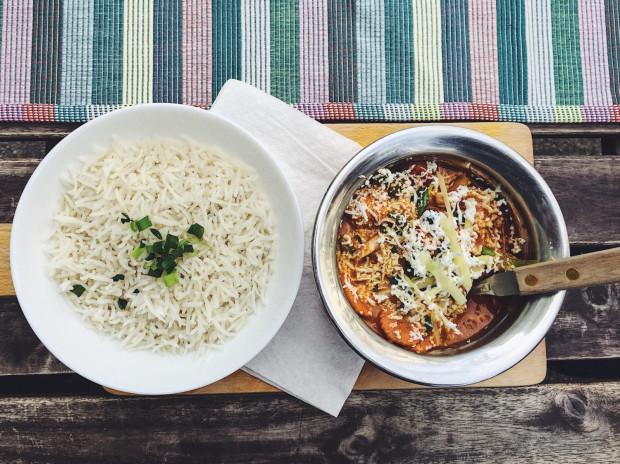 Gulmi curry w Karmie.