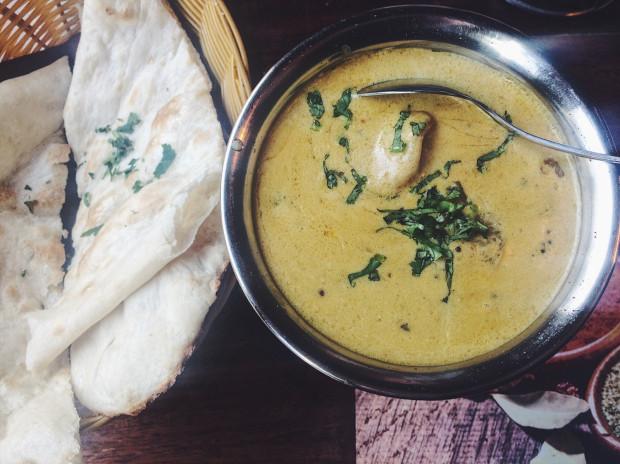 Keralskie molee, czy rybne curry w Mantrze.