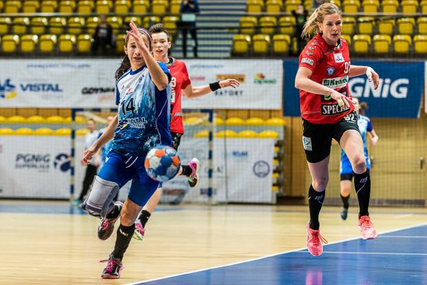 Vistal Gdynia ucieka w tabeli rywalkom niczym na zdjęciu Magdalena Stanulewicz przed Ewą Andrzejewską i Magdaleną Balsam.