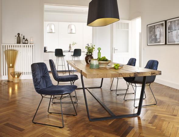 Stół Leya świetnie nada się zarówno do nowoczesnych wnętrz, jak i takich nawiązujących do klimatu industrialnego.