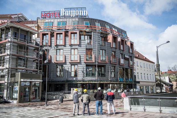 Kończą się także prace przy nadbudowie znajdującego się tuż obok hotelu Bayjonn.