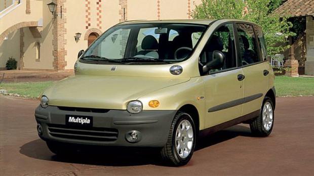 """Mówisz """"samochodowy brzydal"""", myślisz Multipla. To auto, które jest poza zasięgiem rywali, bezapelacyjny lider. Na rynku jest jednak kilku poważnych konkurentów, którzy śmiało mogą rywalizować z włoskim potworkiem."""