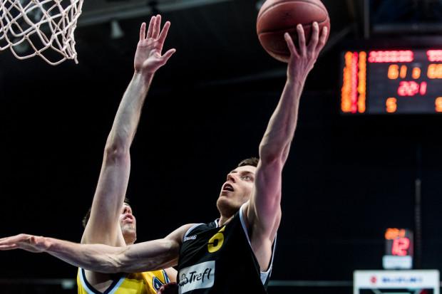 Najważniejsze rzuty w 29. derbach Trójmiasta należały do Piotra Śmigielskiego, który został najskuteczniejszym koszykarzem spotkania.