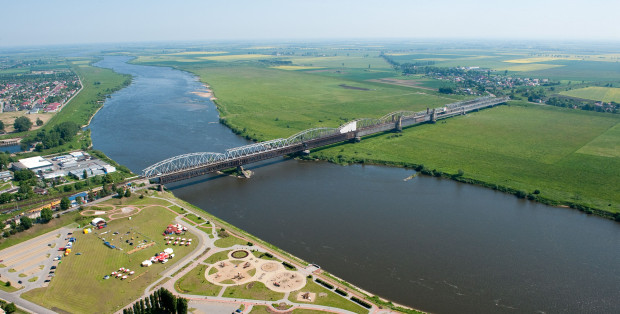Królowa polskich rzek - Wisła. Od XV wieku po lata 70 XX w. odbywał się tu regularny transport rzeczny.