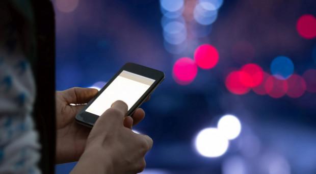 Okazuje się, że korzystanie z telefonu komórkowego może oznaczać wstrzymanie dalszej jazdy autobusu miejskiego.
