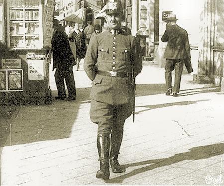 Policjant Wolnego Miasta Gdańska.