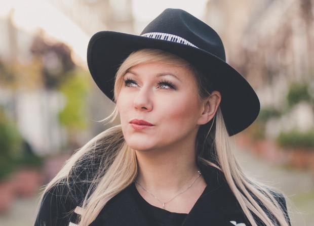 Nika Boon wspomina, że swoje muzyczne zamiłowania odkryła w Liceum Plastycznym w Orłowie.