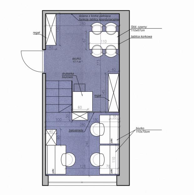 Koncepcja trzecia. Schody na podest znajdują się tuż obok drzwi. Może to skrócić drogę od wejścia pracownikom, którzy czas spędzają głównie na wyższym poziomie pomieszczenia.