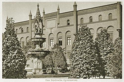 Gmach Gimnazjum Miejskiego przy ul. Lastadia 2. Fotografia z 1893 r.