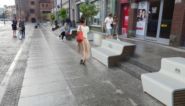 Pomysł Fundacji Gdańskiej na wkomponowanie ławek w przestrzeń deptaku, jaki powstał po remoncie ul. Stągiewnej. Projekt zajmuje obecnie drugie miejsce.