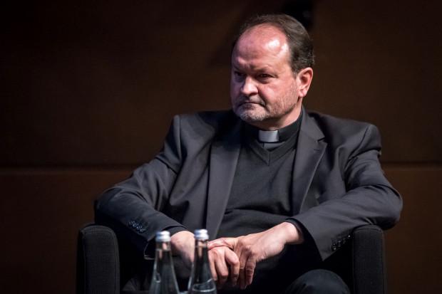 Jednym z prowadzących jest ks. Krzysztof Niedałtowski.