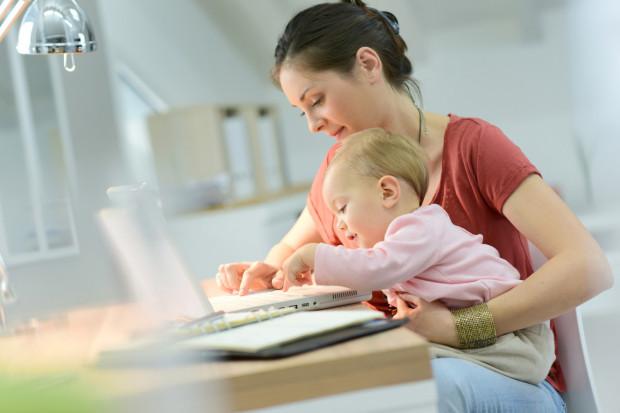 Ograniczenia w podejmowaniu pracy zawodowej podczas urlopu macierzyńskiego lub rodzicielskiego występują tylko w przypadku umowy o pracę na rzecz tego samego pracodawcy, który udzielił urlopu.