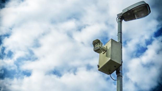 Miejskie rejestratory wykroczeń zazwyczaj montowane są na przydrożnych latarniach.
