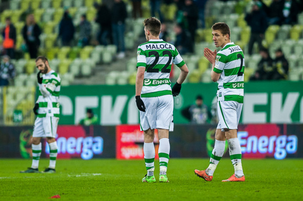 Rafał Janicki (z prawej) i Mario Maloca (w środku) to liderzy klasyfikacji najczęściej karanych piłkarzy w tym sezonie. Natomiast na Jagiellonię ostrzy sobie zęby Flavio Paixao (z lewej), który tej drużynie w dwóch ostatnich meczach w Gdańsku strzelił 4 gole.