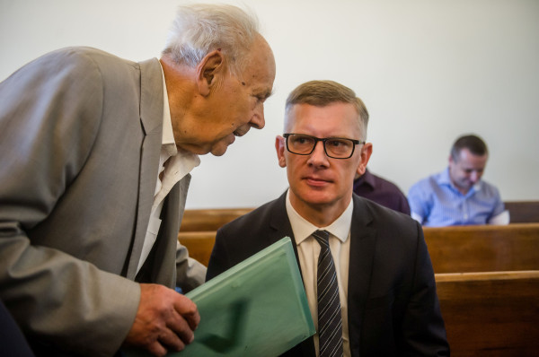 W piątek w sądzie Lech Wałęsa się nie stawił, obecni byli za to Henryk Jagielski (po lewej) oraz Sławomir Cenckiewicz (wezwany jako świadek).