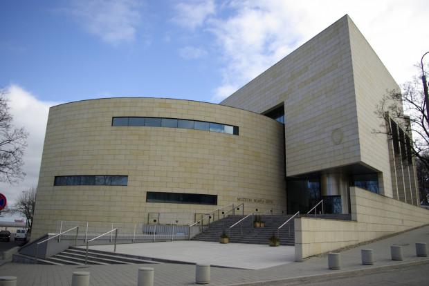 Digitalizacja zbiorów Muzeum Miasta Gdyni dofinansowana została w programie Kultura Cyfrowa kwotą 104,5 tys. zł.